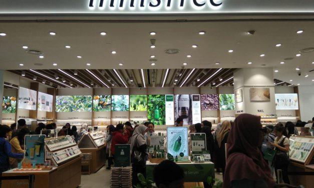 Antrian Panjang Pengunjung Sambut Opening Store Innisfree di Amplaz