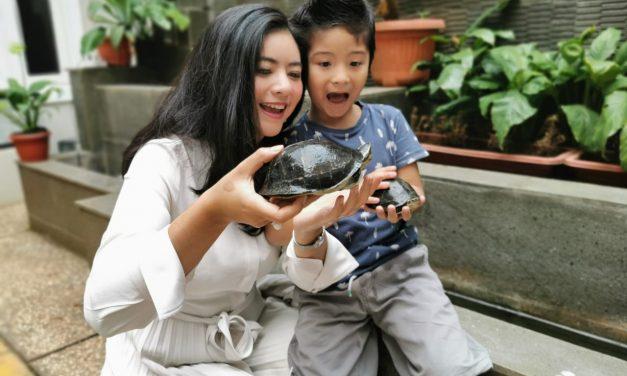 Putri Indonesia 2009 Qory Sandioriva Ajarkan Disiplin Pada Anak  Sejak Dini